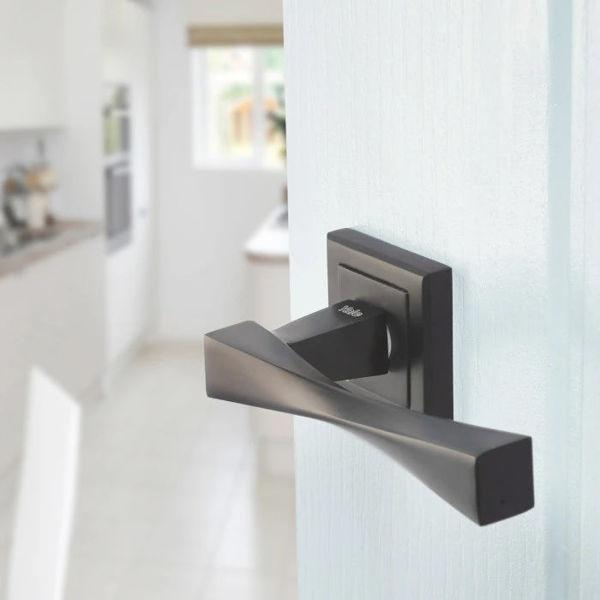 Снимка на Дръжка YALE Верона - черен мат с розетки за обикновен ключ
